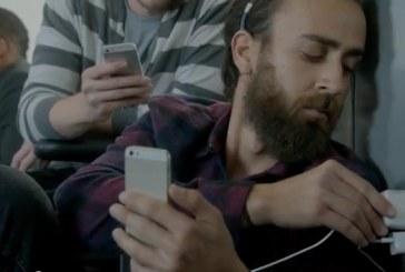 Samsung ironizează posesorii de iPhone printr-o nouă reclamă la Galaxy S5 – VIDEO
