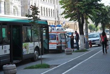 INCIDENT: O femeie a ajuns la spital după ce autobuz în care se afla a frânat brusc – FOTO