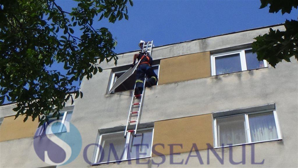 Interventie pompieri Dej apartament blocat