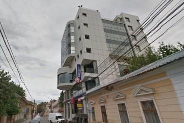O sucursală a unei bănci din Cluj-Napoca, atacată de un hoț alpinist