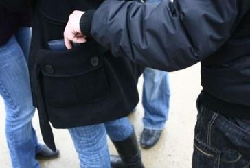Hoață din Satu Mare prinsă de un gherlean cu spirit civic, în timp ce fura un portmoneu din geanta unei femei