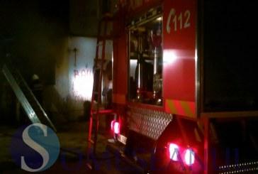Incendiu la o anexă gospodărească din Gherla – FOTO/VIDEO