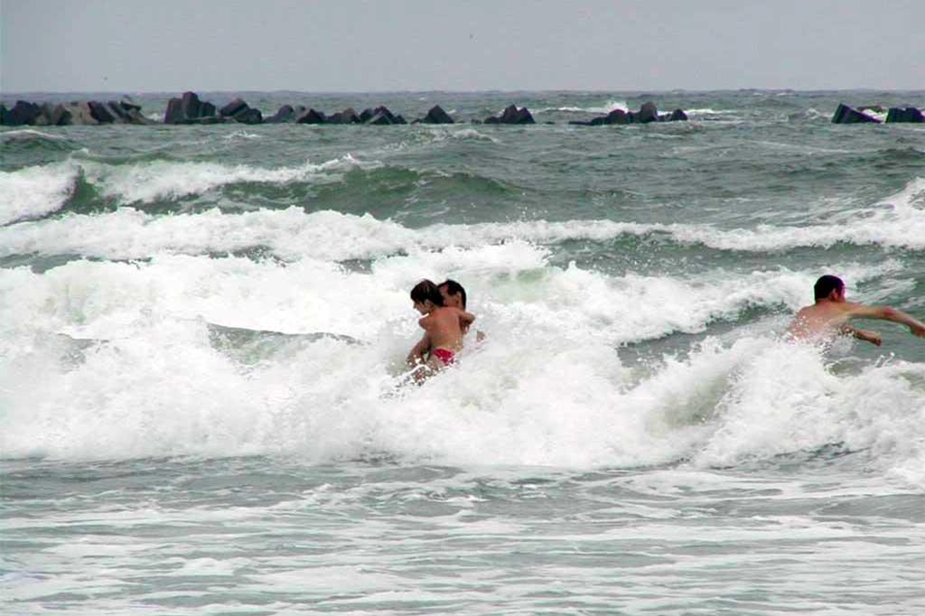 O nouă tragedie la malul mării. Un băimărean s-a înecat la Costinești