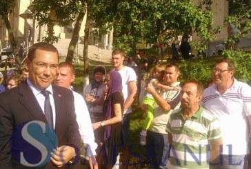 Premierul Victor Ponta s-a rugat vineri la mănăstirea Nicula – FOTO/VIDEO