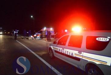 Un mort și un rănit, după ce au intrat cu motocicleta într-un podeț de beton