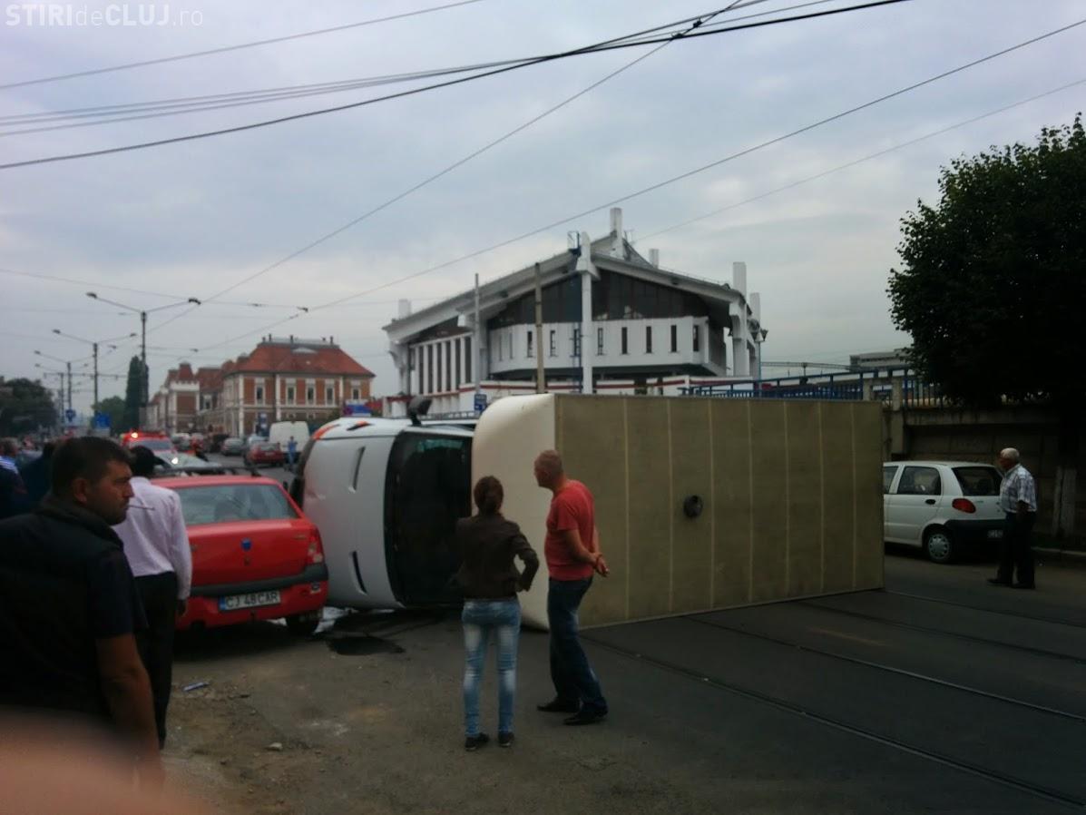 accident cluj autocamion rasturnat