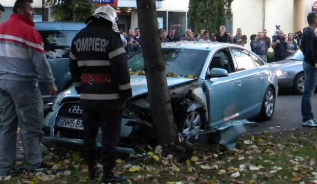 accident masina copac bistrita