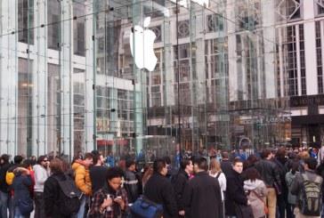 Primul cumpărător iPhone 6 a dat cu el de pământ. Isterie internațională – VIDEO