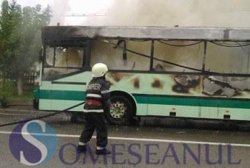 ULTIMA ORĂ: Incendiu la un autobuz spre Pasul Gutâi