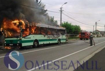 Un autocar a luat foc la ieșire din Vîrșolt