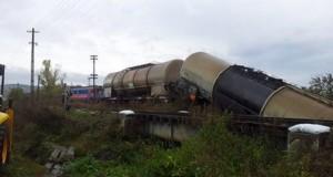 vagon cisterna tren deraiat
