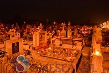 Luminația a transformat cimitirele din Gherla în oaze de lumină – GALERIE FOTO