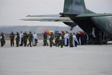 Militarii morți în accidentul aviatic, au fost aduși acasă, la Baza Aeriană 71 Câmpia Turzii – FOTO/VIDEO