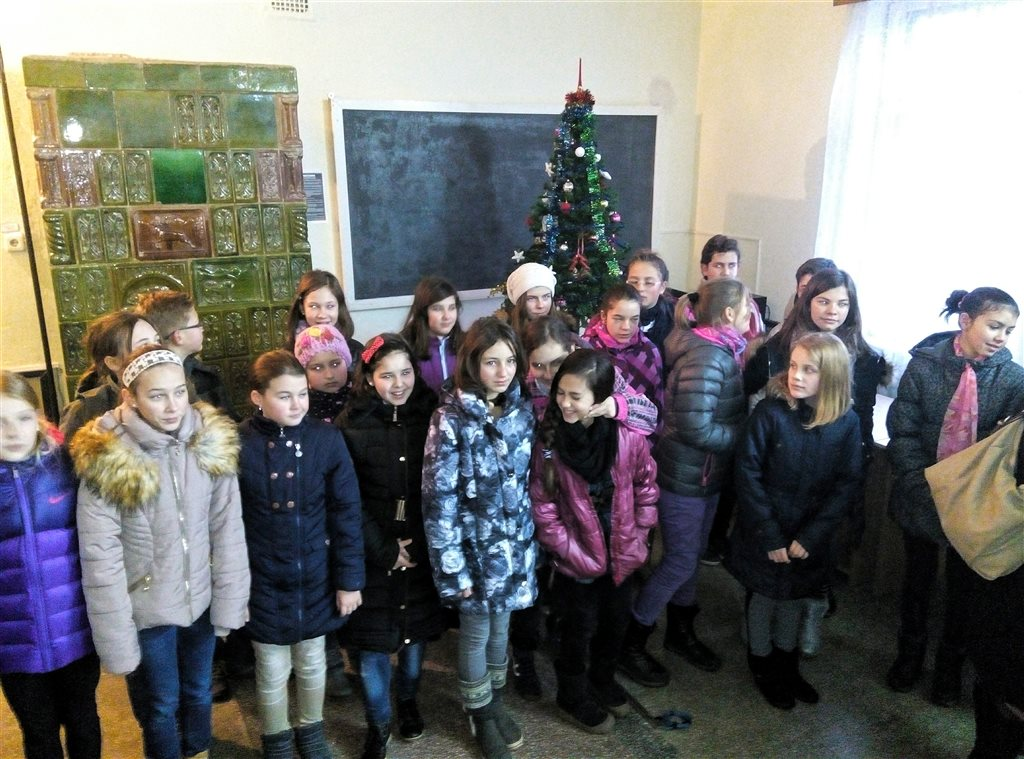 Militarii Batalionului 41 Transport Bobâlna au fost colindati de elevii Scolii Mihai Eminescu Dej (1)