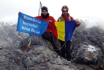 România lucrului bine făcut pe vârful Carstensz Pyramid din Papua-Noua Guinee