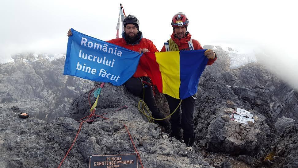 Romania lucrului bine facut pe varful Carstensz Pyramid din Papua-Noua Guinee