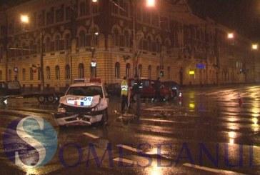 Mașină de poliție implicată în accident în centrul Clujului – FOTO/VIDEO