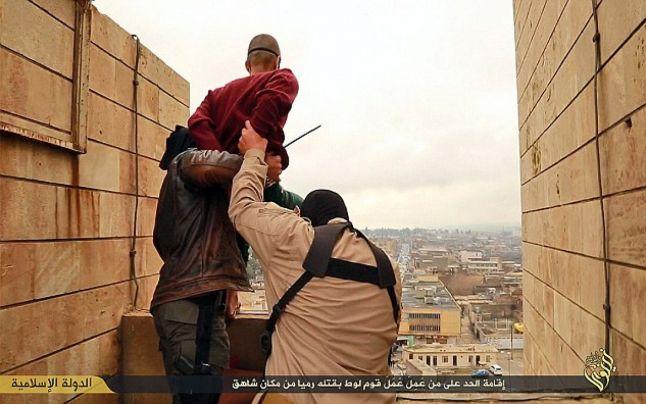 aruncat de pe acoperis statul islamic