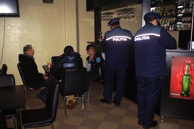 elevi-chiulangii-baruri-politie-1