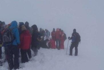 Panică pe munte. Zeci de cercetași salvați de salvamontiști din Munții Rodnei – FOTO