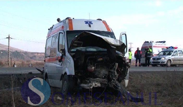 someseanul-accident mortal masina rasturnata ambulanta (4)