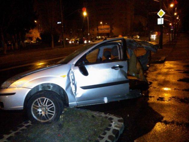 accident brasov masina rupta in doua