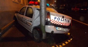 accident zalau masina politie in stalp