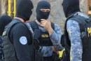 Percheziții la Borșa. Mascații au descins peste cinci tineri bănuiți de comiterea infracțiunilor de furt