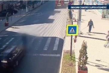 A luat amendă pentru viteză și apoi a lovit în plin un om pe trecere – VIDEO camere supraveghere