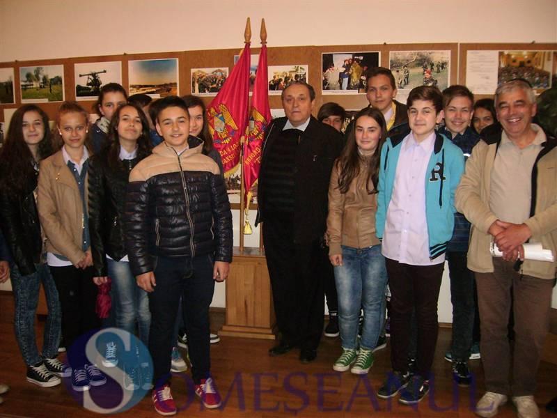 Scoala Avram Iancu Dej in vizita la muzeul militar Dej (1)