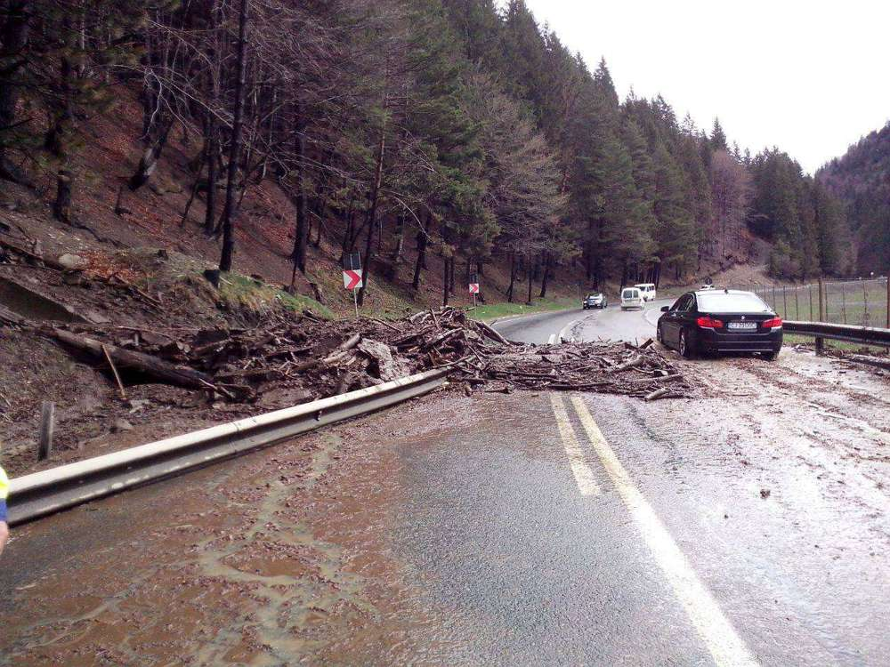 alunecare teren aluviuni Dn 17 valea strajii