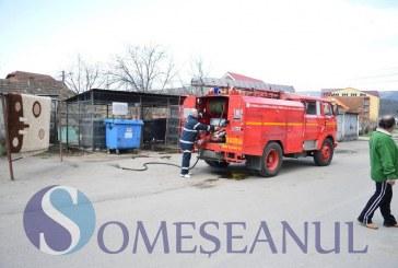 Pompierii maramureșeni au intervenit la trei incendii izbucnite la containere de gunoi și la un service auto