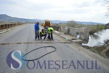Sute de șoferi sunt nevoiți să ocolească mai mulți kilometri din cauza podului din Bunești – VIDEO