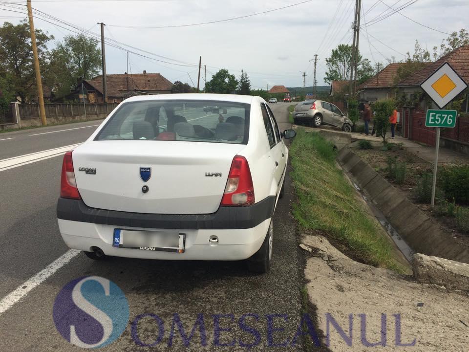 accident 2 masini fundatura - someseanul (1)