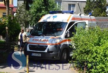 Bărbat căzut pe Aleea Brazilor din Gherla, la fața locului a intervenit o ambulanță de la Gherla – FOTO