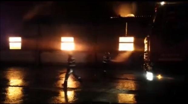 incendiu depozit bistrita