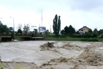 Apele dau năvală, autoritățile sunt în alertă! S-a emis cod PORTOCALIU  de inundații