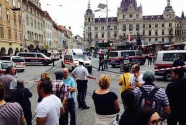 Scene de coșmar pe stradă: 3 morți și zeci de răniți după ce un dezechilibrat mintal a intrat cu mașina într-o mulțime – VIDEO