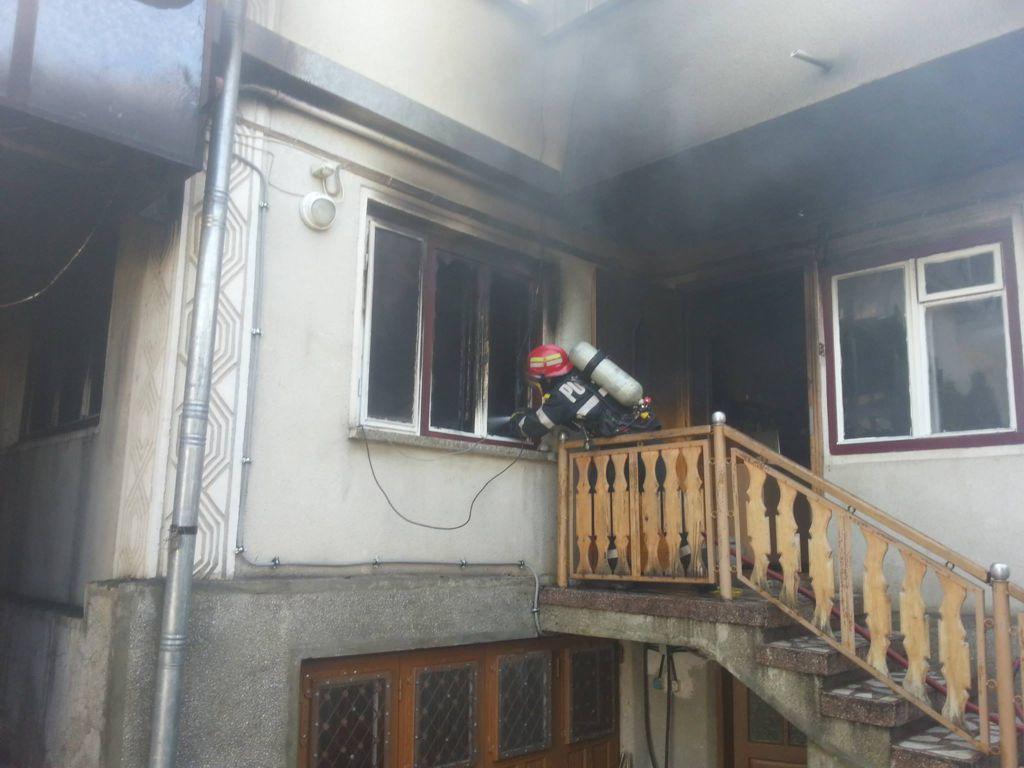 incendiu casa bistrita pompieri