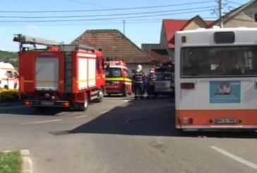 Impact între un autobuz și un autocamion între Jelna și Orheiu Bistriței. Un pieton a fost rănit