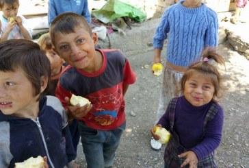 Tinerii social-democrați din Dej au donat haine și alimente pentru o familie săracă din Sălătiu – FOTO