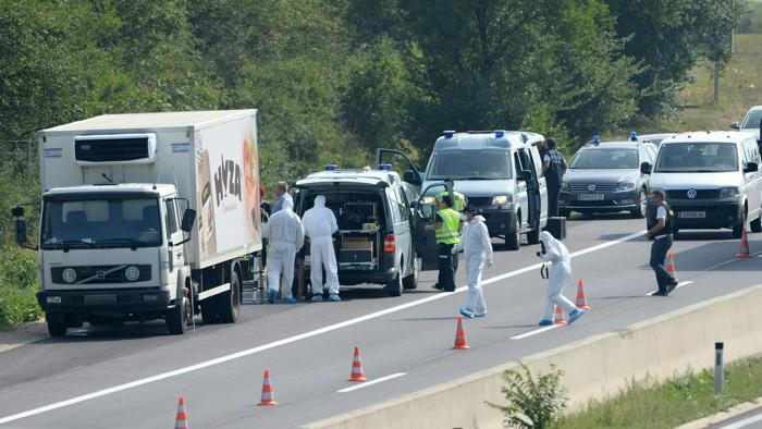 imigranti-morti-camion
