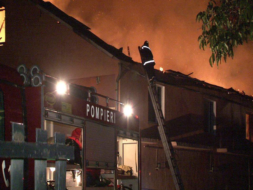 incendiu cladire Feldru sala de nunti-2