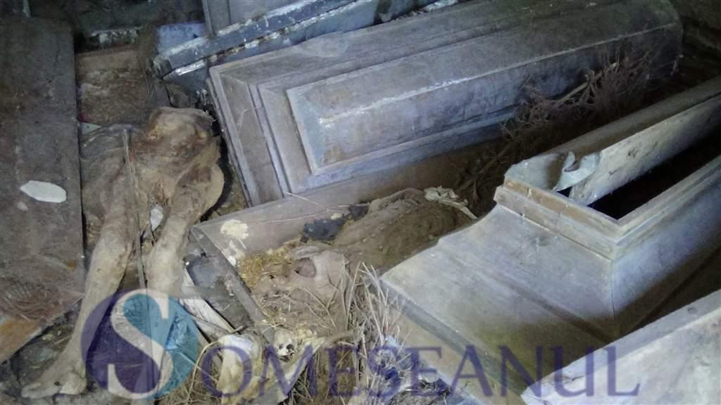 someseanul-cadavre mumificate cimitir Dealul Florilor Dej (1)