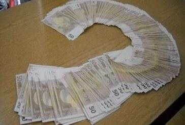 A găsit pe stradă, într-o borsetă, 4.700 de euro. Acum este cercetat penal