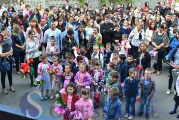 Prima zi de școală pentru elevii și dascălii din Dej. La festivități au fost prezente și oficialități locale și județene – FOTO
