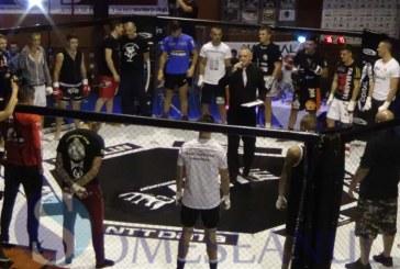 """S-au dat lupte grele la Dej, la prima ediție a Cupei Firekick. Senzația a fost Gala de kickbox și MMA """"Suprem Night Fight"""" – VIDEO"""