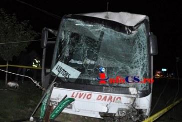 26 de persoane rănite după ce un autocar a lovit un stâlp de electricitate – VIDEO