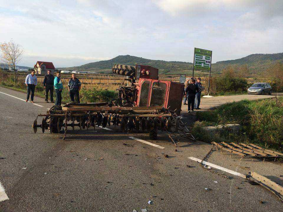accident masina tractor rasturnate Crainimat (3)