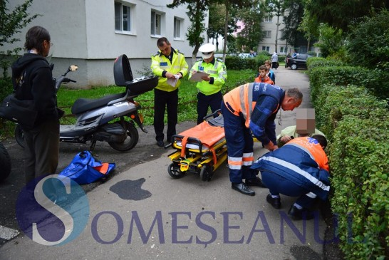 ACCIDENT LA GHERLA: Un mopedist s-a autoaccidentat pe o alee – FOTO/VIDEO